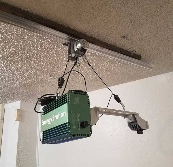 Ceiling mounted LightRail Light Mover motor